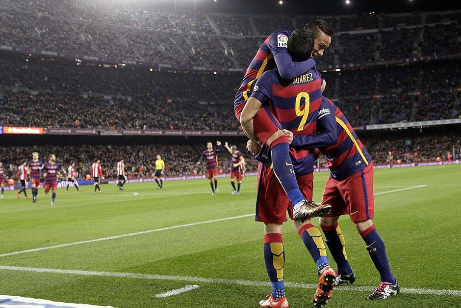 Luis Suárez anotó tres goles ante el Athletic de Bilbao y saca ventaja en la tabla de goleadores de la Liga española. (Foto: EFE)