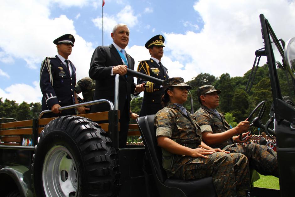 En 2015, el expresidente Otto Pérez participó en el desfile militar en Mariscal Zavala. (Foto: Archivo/Soy502)