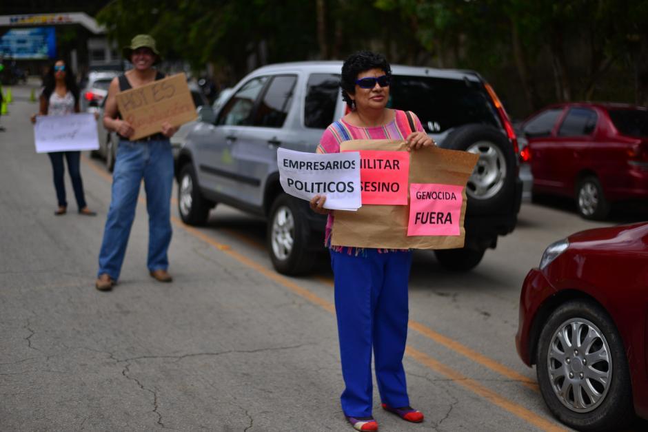 Un grupo de personas manifestaron en contra de la actividad frente al Mariscal Zavala. (Foto: Archivo/Soy502)