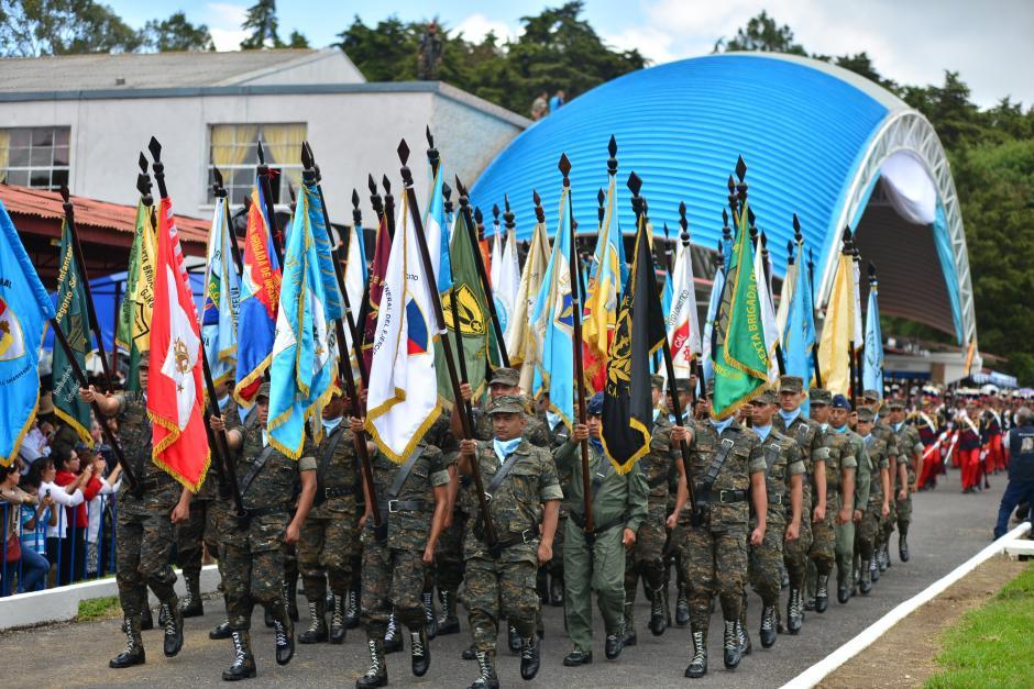 Este fue el último desfile militar en el que participó Otto Pérez. (Foto: Archivo/Soy502)
