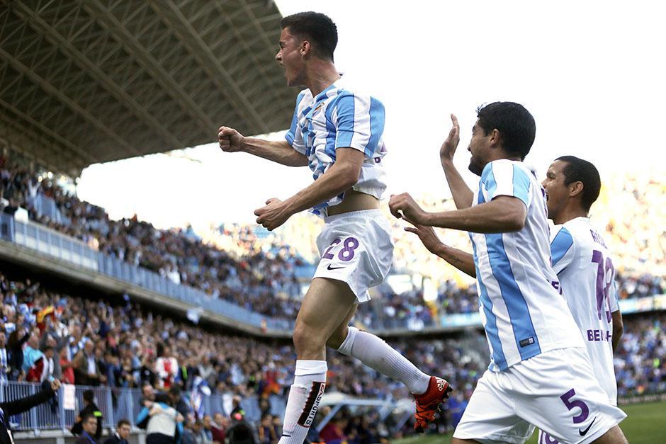 Juanpi puso el empate parcial de Málaga en el primer tiempo, pero no les alcanzó para sacarle dos puntos a Barcelona.(Foto: EFE)
