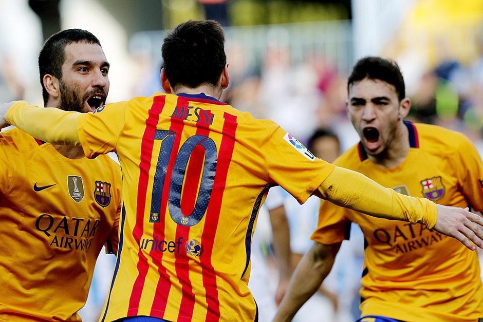 Barcelona festeja, toman el liderato momentáneamente a falta del juego de Atlético de Madrid. El equipo de Luis Enrique suma 24 partidos seguidos sin perder.(Foto: EFE)