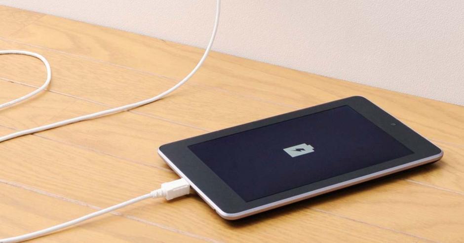 Muchos nos hemos preguntado si es bueno dejar cargando el celular durante toda la noche. (Foto: adslzone.net)