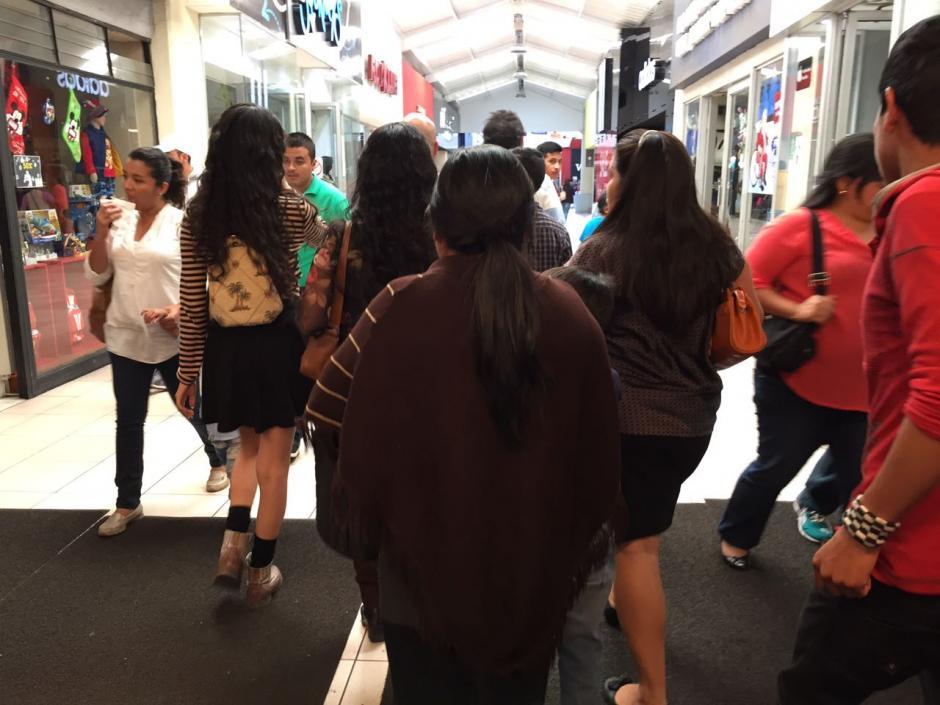Miles de guatemaltecos visitan los centros comerciales este 24 de diciembre. (Foto: Jesús Alfonso/Soy502)