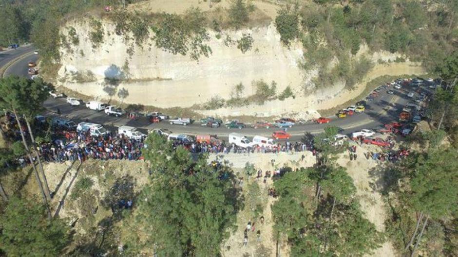 Al lugar acudieron diversos cuerpos de socorro para atender la emergencia. (Foto: Luis Santos)