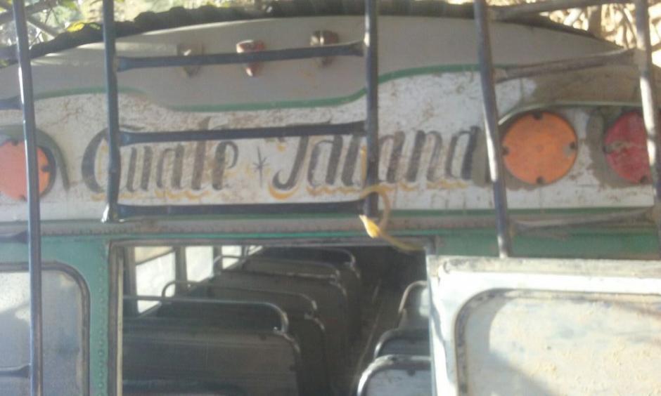 El autobús de Transportes Tacaná viajaba sobrecargado, según socorristas. (Foto: Luis Santos)