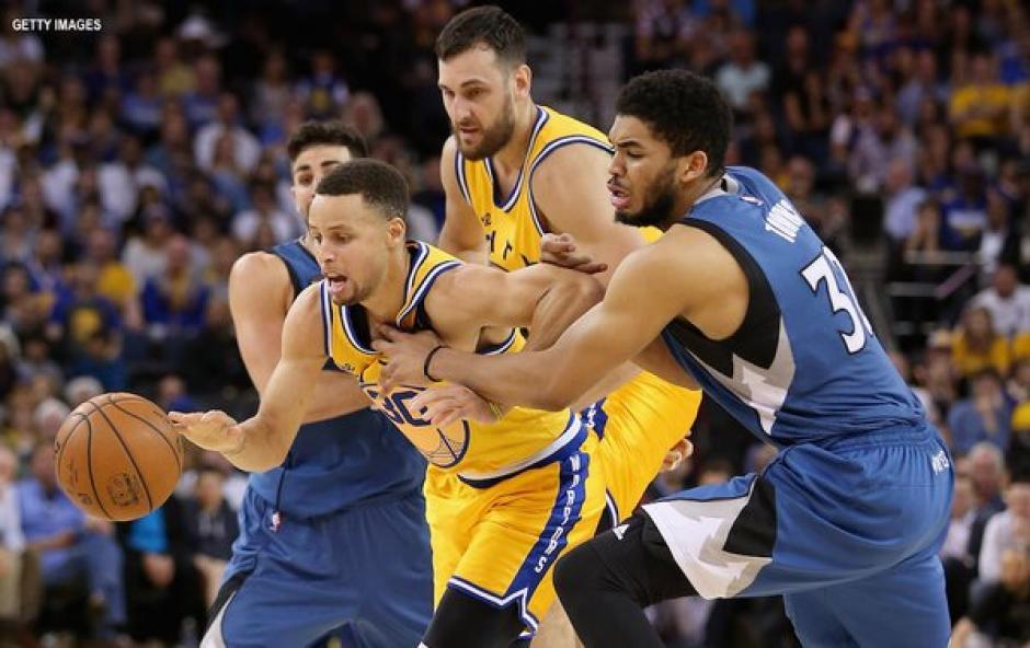Warriors tropiezan foto