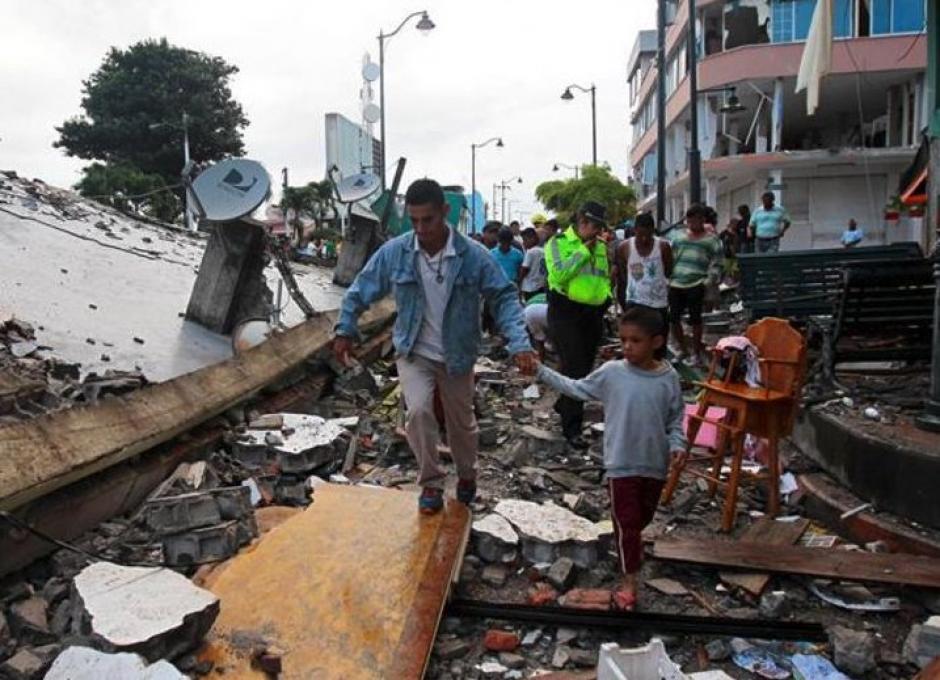 A 480 ascendió la cifra de fallecidos por el terremoto, según el viceministro del Interior, Diego Fuentes. (Foto: Efe)