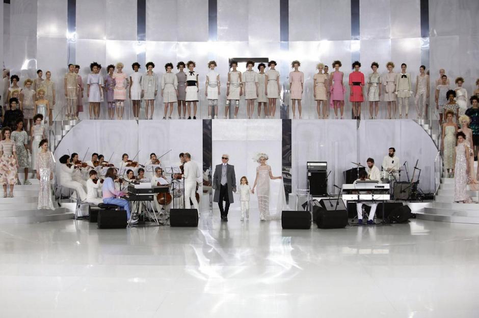 La colección de Alta Costura de Karl Lagerfeld para Chanel fue presentada en el Grand Palais de París. (Foto: NowFashion)