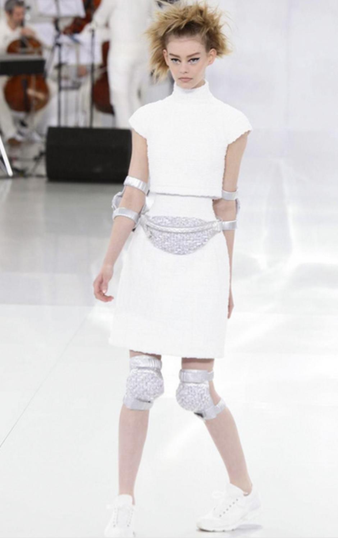 Las tobilleras y la bolsa de cintura evocan al dinamismo y comodidad. (Foto: NowFashion)