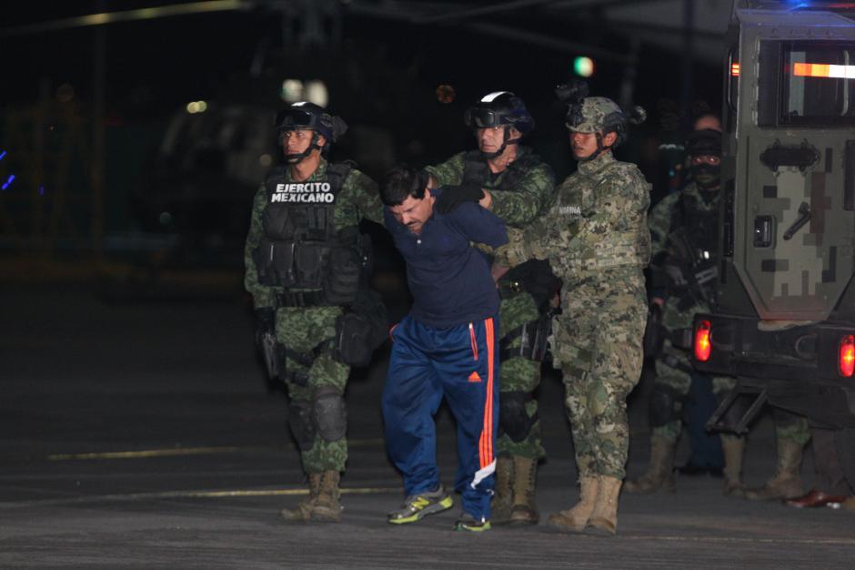 El Chapo Guzmán fue trasladado en medio de un fuerte contingente de seguridad. (Foto: EFE)