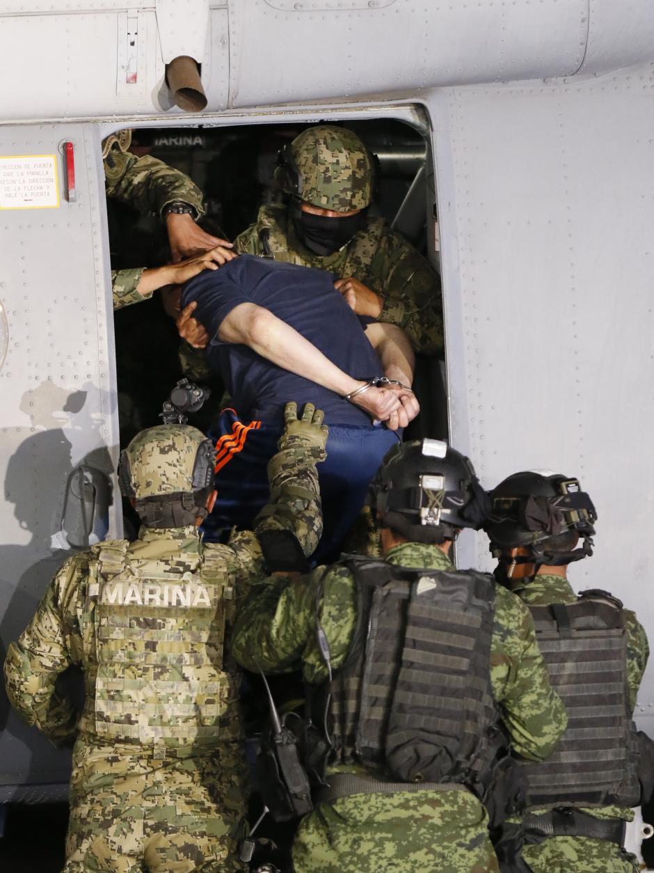 El narcotraficante vestía ropa deportiva y llevaba las manos esposadas. (Foto: EFE).