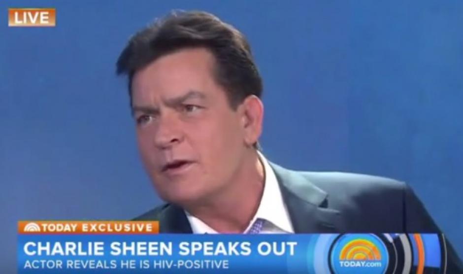 """Charlie Sheen cree que """"personas cercanas"""" de su círculo fueron las que filtraron que estaba infectado con el virus del sida. (Foto:@RadioCarolina)"""