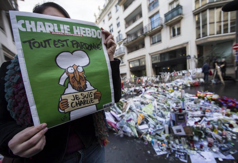 Un ataque armado a las instalaciones de la revista satírica Charlie Hebdo en el centro de París, dejó 12 personas fallecidas el 7 de enero, luego que en una de sus ediciones fueran publicadas caricaturas que satirizaban al profeta Mahoma, lo cual enfureció a los musulmanes. (Foto: info7mx.com)