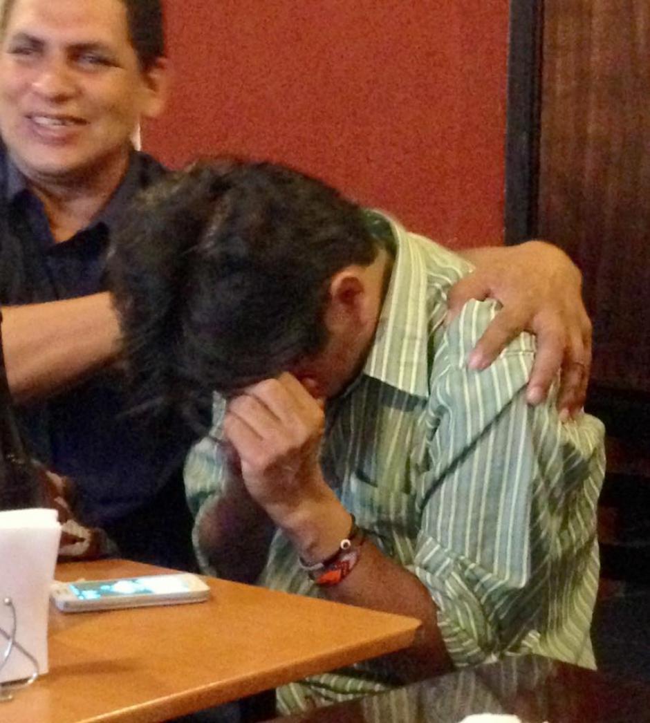 Este es el momento en el que le informaron al artista que el Congreso aprobó su petición. (Foto: Domingo Lemus)