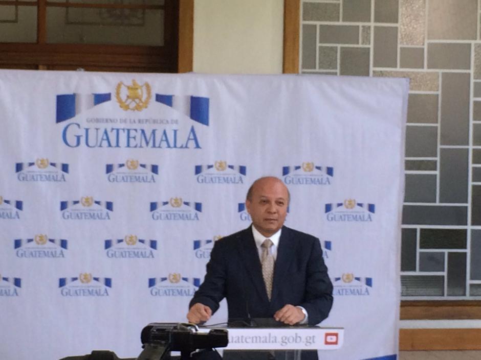 El Ministro de Cultura y Deportes informó sobre la anulación de la compra de los trompos. (Foto: Roberto Caubilla/Soy502)