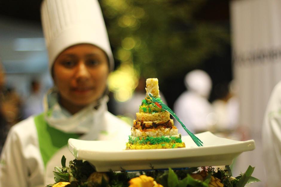 La chef Fili Beltrán, estudiante del Intecap No. 4, presentó este precioso Tikal de Arroz. (Foto: Alexis Batres/Soy502)