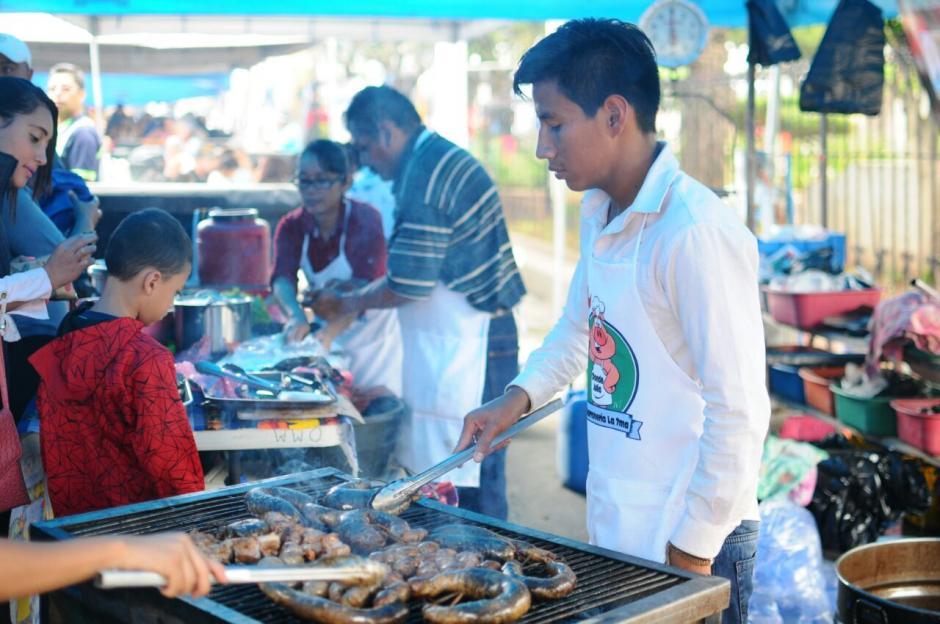"""Realizan """"Feria del Chicharrón"""" en el municipio de Mixco. (Foto: Alejandro Balán/Soy502)"""