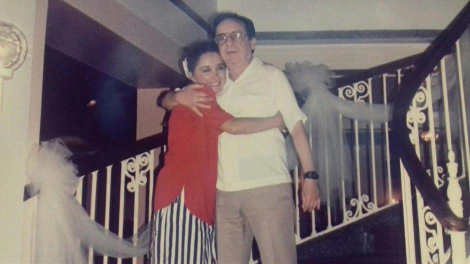 María Antonieta de las Nieves, abrazada con Roberto Gómez Bolaños. (Foto: Facebook/La Chilindrina)
