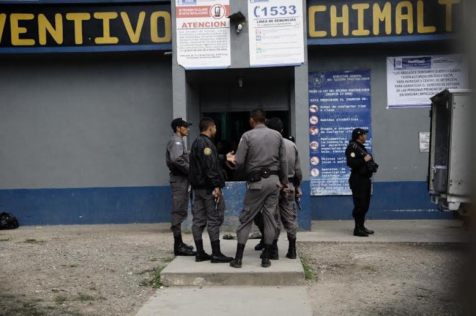 Los disturbios comenzaron a eso de las 18:50 horas del lunes, en Chimaltenango. (Foto: Nuestro Diario)