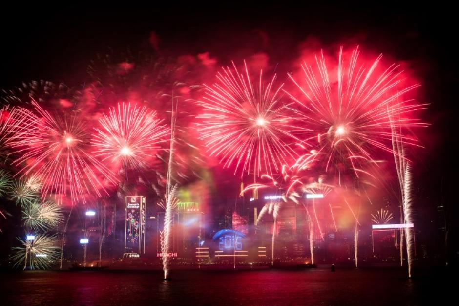 La capital china, Hong Kong, derrochó polvora para darle la bienvenida al año nuevo. (Foto: AFP)