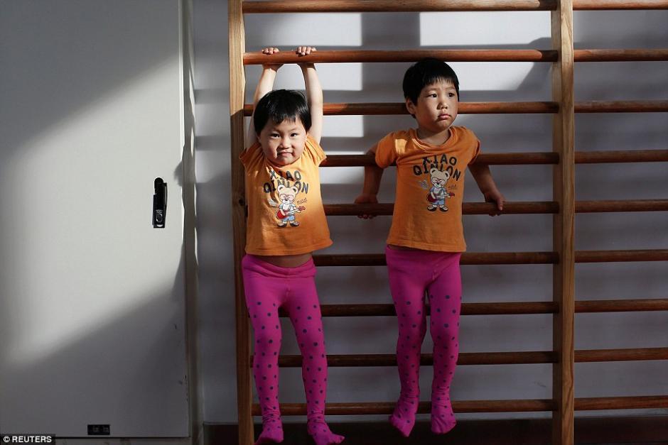Estas hermanas gemelas asisten juntas a clases de gimnasia. (Foto: dailymail.co.uk)