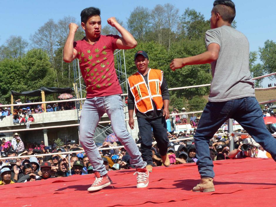 Los participantes escogen a sus contrincantes de entre el público. (Foto: Daniel García/Nuestro Diario)