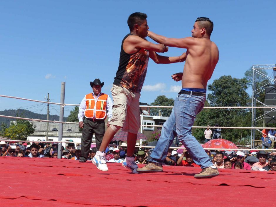 """Las peleas a """"puño limpio"""" se han convertido en una tradición de Semana Santa en Chivarreto. (Foto: Daniel García/Nuestro Diario)"""