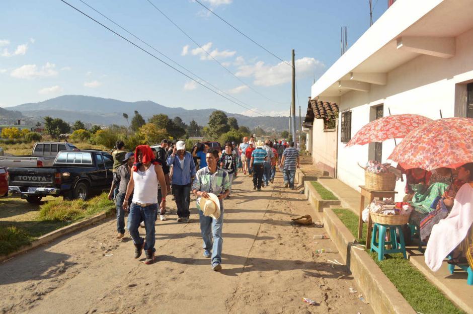 Pobladores de varias aldeas y municipios del occidente llegan a Chivarreto para observar las peleas. (Foto: Daniel García/Nuestro Diario)