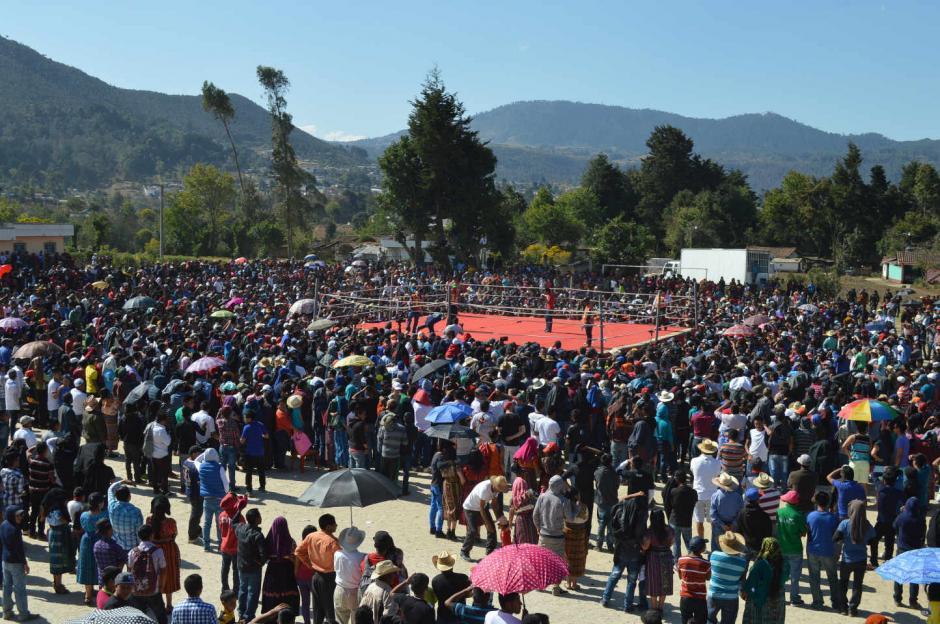 En 2012, los organizadores instalaron un cuadrilátero en el centro de la aldea. (Foto: Daniel García/Nuestro Diario)