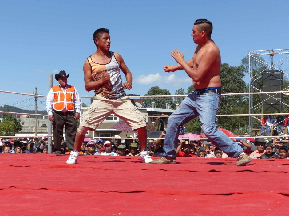 Están prohibidas las patadas y tomar por el cuello al contrincante o golpearlo mientras está en el suelo. (Foto: Daniel García/Nuestro Diario)