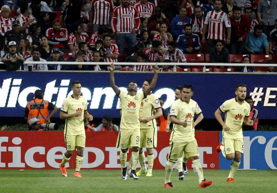 América festejó de visita en el clásico mexicano ante las Chivas. (Foto: EFE)