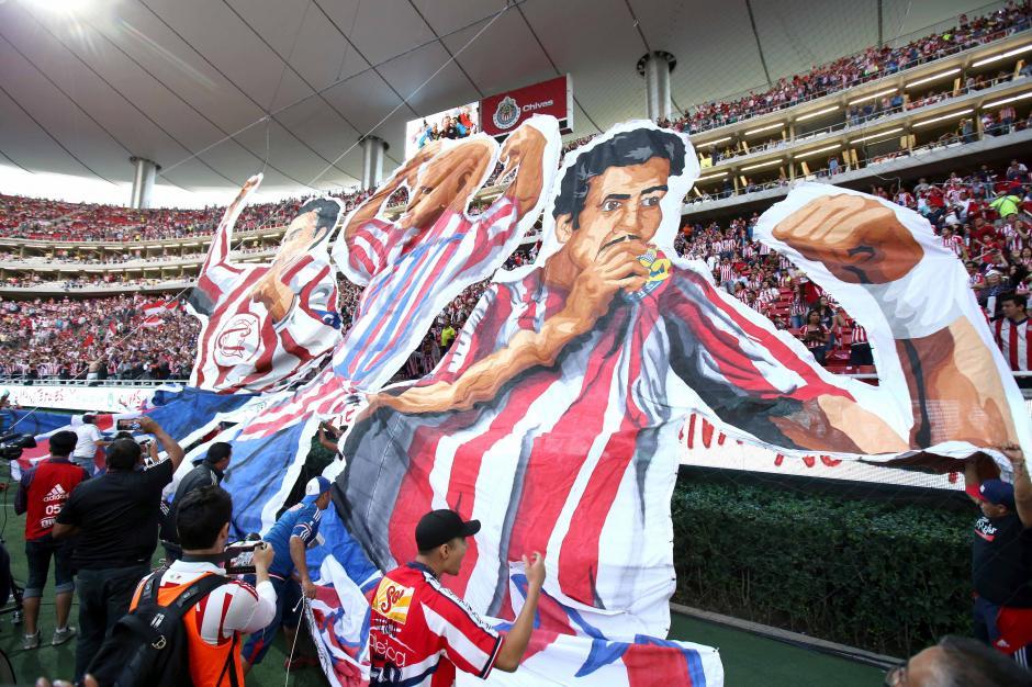 """La afición """"fiel"""" de Chivas apoyó a su equipo hasta el último segundo. (Foto: EFE)"""