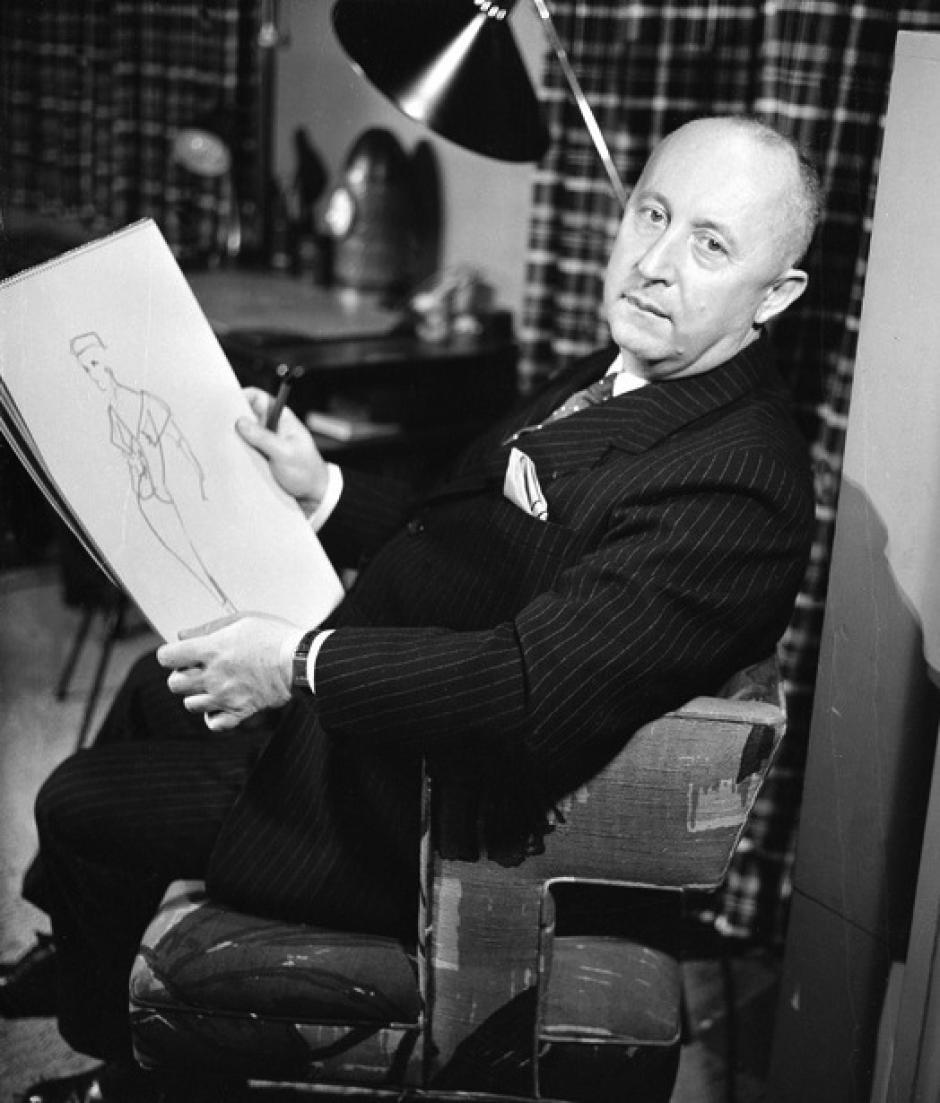 Christian Dior: Conocido por el llamado New Look en los años 40 (hombros torneados, cintura fina y falda amplia.Su trabajo representó la elegancia clásica.