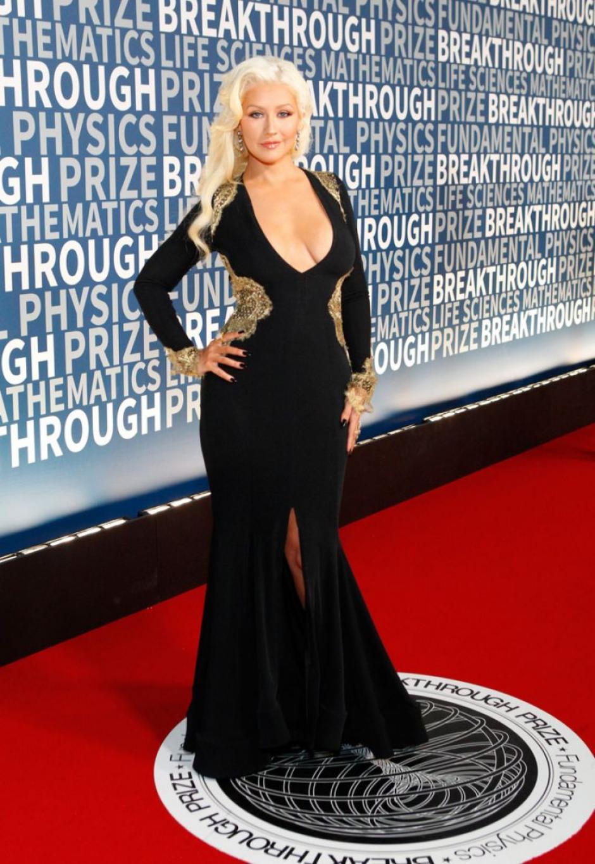 Aguilera ha mantenido por mucho tiempo cu cabellera rubia. (Foto: Celebuzz)