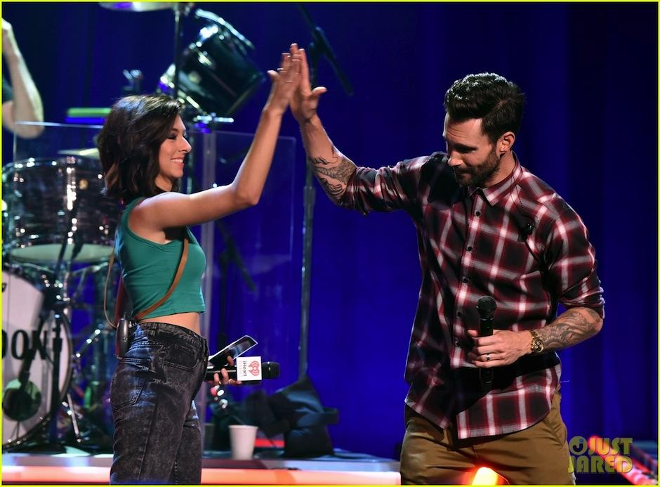 La artista se reunió con Levine en el lanzamiento del disco de Maroon 5. (Foto: Just Jared)