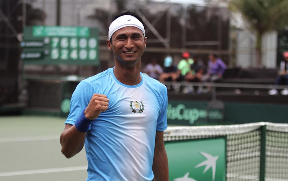 La raqueta uno de Guatemala Christopher Díaz, guió el triunfo en la primera jornada de Copa Davis sobre Uruguay. (Foto: COG)