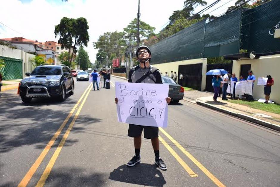 Bocinar era la consigna para los conductores en apoyo a la CICIG. (Foto: Jesús Alfonso/Soy502)