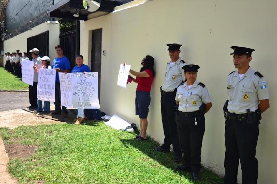 Los ciudadanos guatemaltecos con pancartas se pronunciaron a favor de CICIG. (Foto: Jesús Alfonso/Soy502)