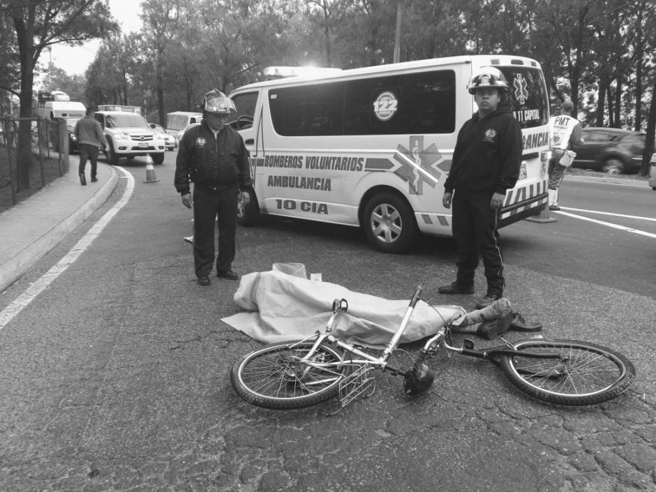 El ciclista fue identificado como Carlos González de 63 años. (Foto: @BVoluntariosGT)