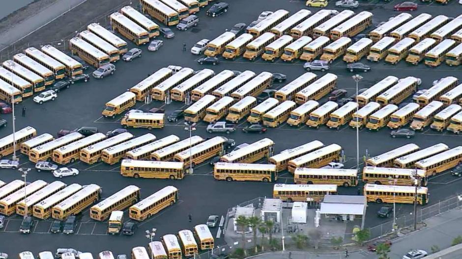 El 15 de diciembre, 900 escuelas públicas fueron cerradas en California, Estados Unidos, por una falsa alarma de bombas instaladas en centros educativos, los cuales albergan a cerca de 640 mil estudiantes. (Foto: elmananahoy.mx)