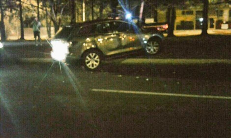 Una persona en estado de ebriedad se accidentó en el bulevar Vista Hermosa  y 20 Avenida de la zona 15. (Foto: @DTransitoPNC)