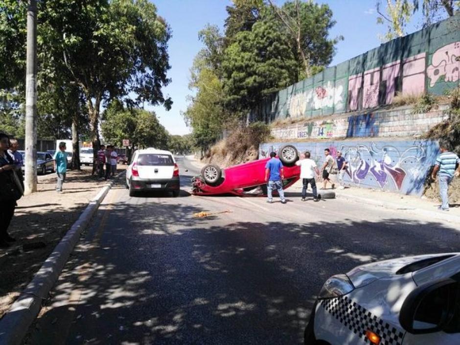 Un accidente de tránsito ocurrió en la 15 avenida y 23 calle de la zona 6. (Foto: @Redshalom)