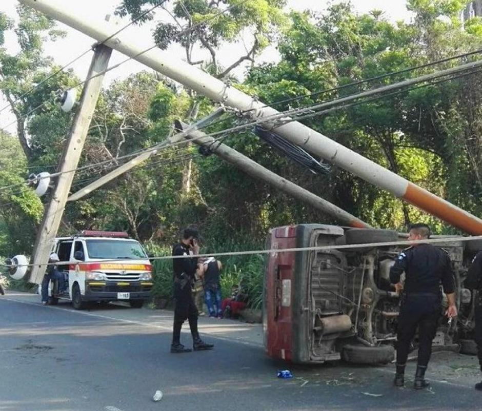 Seis personas heridas y un fallecido en accidente de tránsito en el kilómetro 96.5 ruta al Pacífico. (Foto: @BVoluntariosGT)