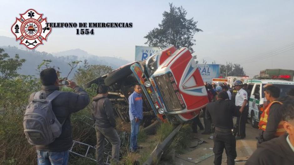 El percance vial provocó que se intensificara el tránsito en el lugar. (Foto: @CBMDEPTAL)