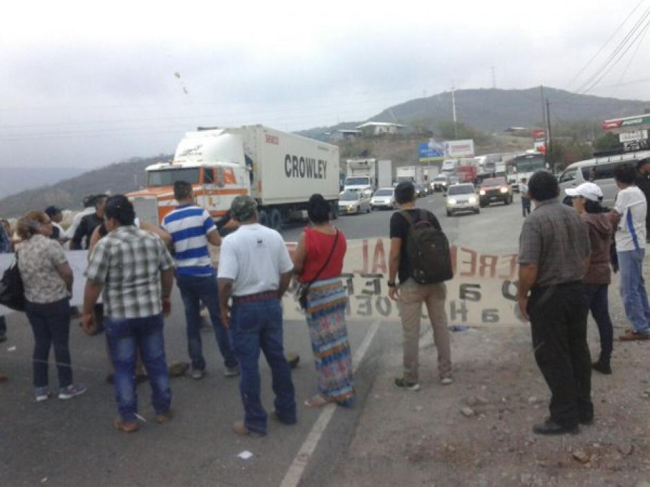 El kilómetro 84 de la ruta al Atlántico también permanece bloqueado. (Foto: @SantosDalia)