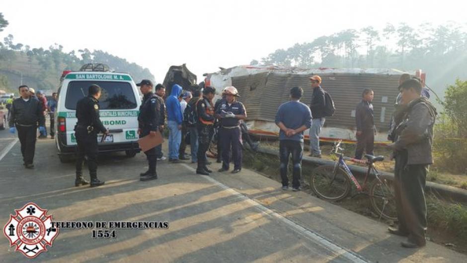 El autobús que sufrió el accidente se dirigía de Quiché hacia la Capital. (Foto: @CBMDEPTAL)