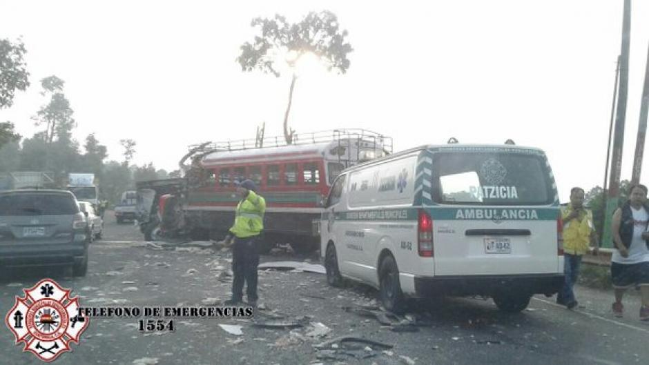 El autobús se dirigía de Zaragosa hacia la capital cuando se accidentó. (Foto: @CBMDEPTAL)