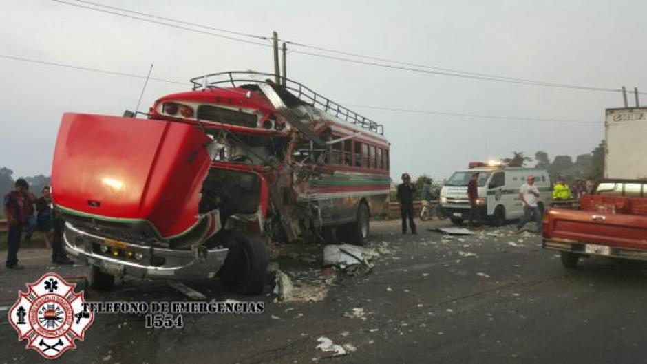 Al menos cinco personas heridas en el percance vial del kilómetro 62. (Foto: @CBMDEPTAL)
