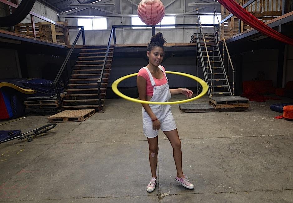Adry Quiñónez mostrará su talento en el hula-hoop. (Foto: Selene Mejía/Soy502)